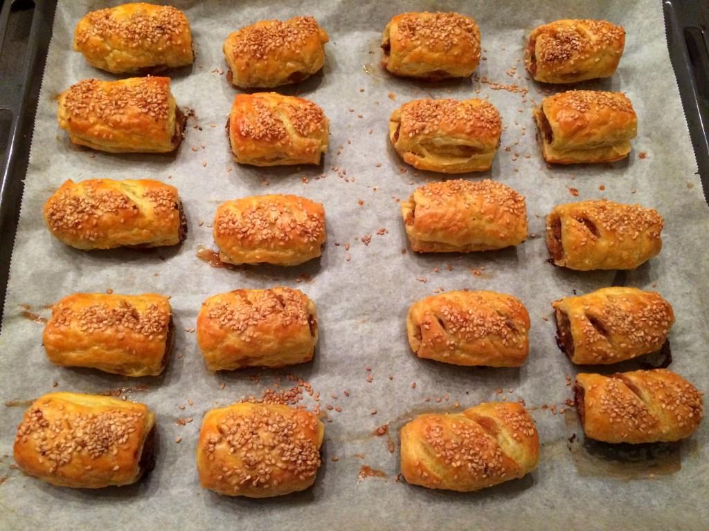 gebakken worstenbroodjes