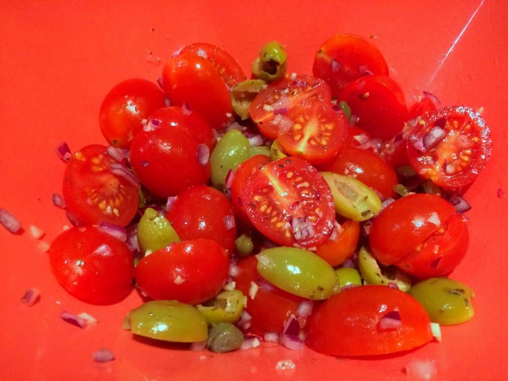 tomaat, ui en olijven